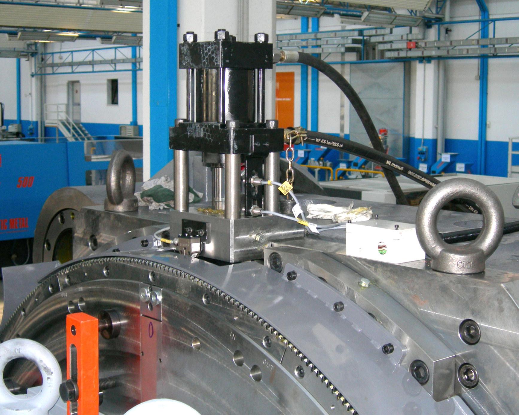 Plastic-Metal-Hydraulik-am-Drehteller